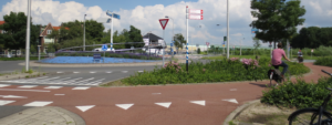 A cycling pathway entrance to a roundabout.